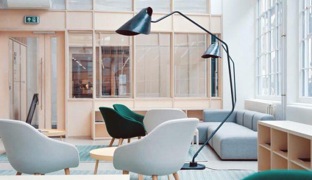 Jak zaprojektować funkcjonalne biuro? Wyposażenie, które ma znaczenie